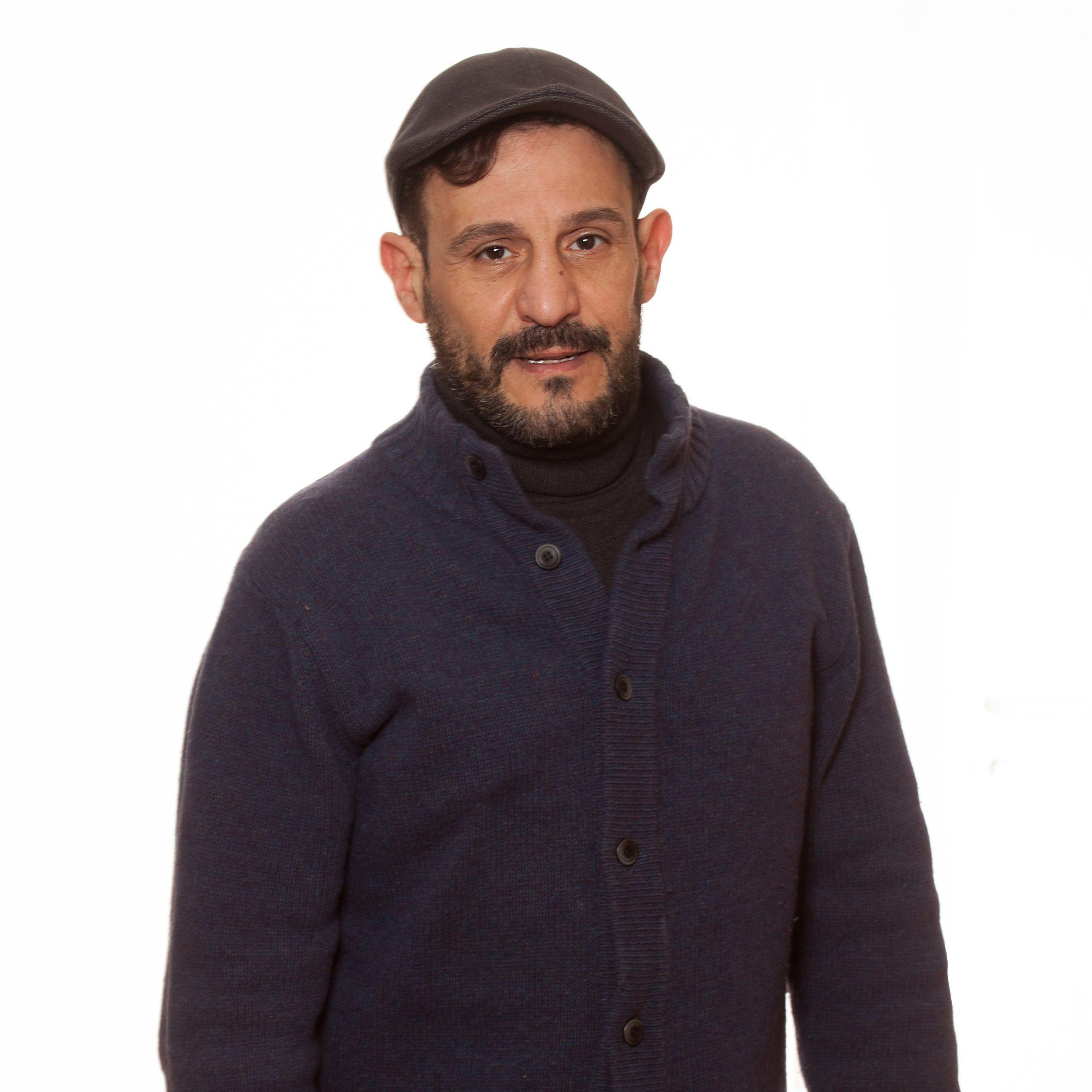 Hassan, Bénévole